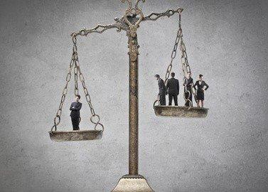 Così la legge di stabilità toglie ai cittadini per dare alle banche e assicurazioni