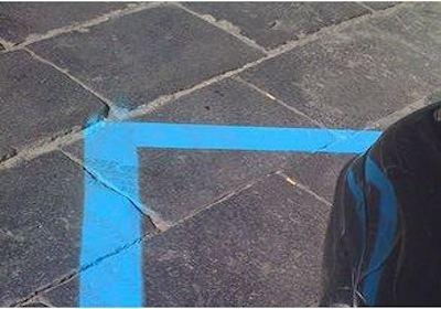 Parcheggi a strisce blu e strisce bianche: alternati, ma non troppo