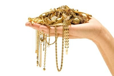 Compro oro: cosa bisogna sapere prima di vendere oggetti preziosi