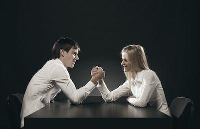 """Quando il coniuge non lavora è lecito farglielo pesare chiamandolo """"mantenuto""""?"""