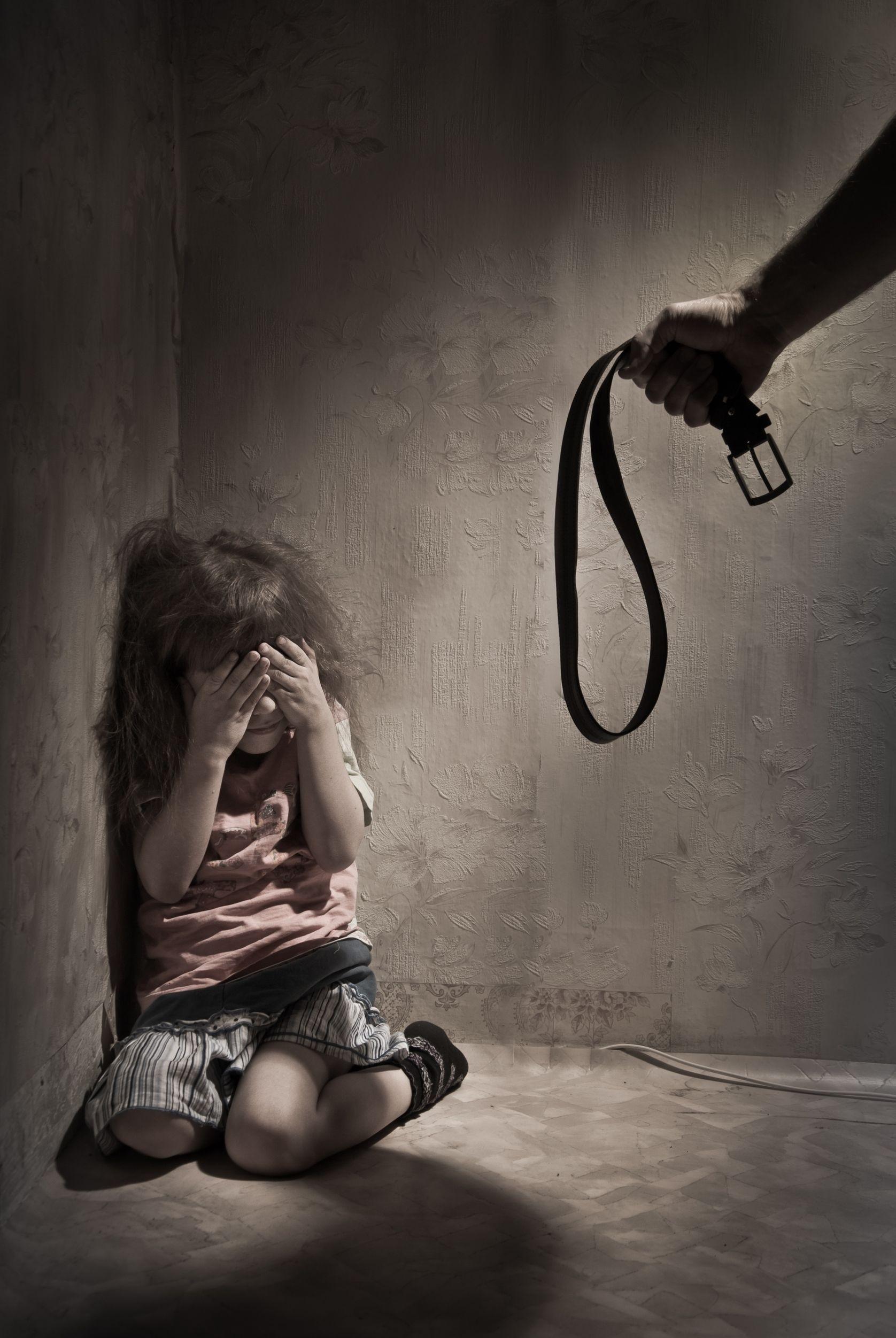 Se il padre picchia la figlia con un bastone risponde di lesioni aggravate