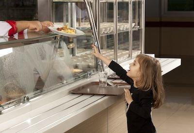 Servizio mensa a scuola: impossibile portarsi i pasti da casa