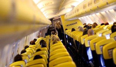 Ryanair: illegittimo far pagare ai passeggeri la carta di imbarco