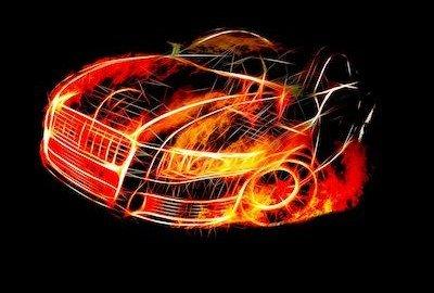 Furto e incendio: se l'auto prende fuoco chi paga i danni a terzi