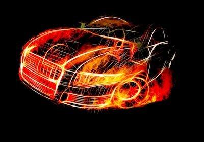 Se si incendia l'auto, i danni alle auto vicine li paga l'assicurazione?