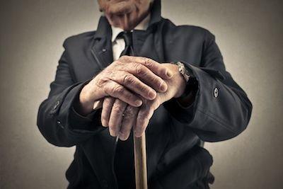 Puoi ottenere la riduzione dell'assegno di mantenimento se sei anziano e malato