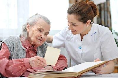 """Assistenza agli anziani: sai che esiste anche la """"badante condominiale""""?"""