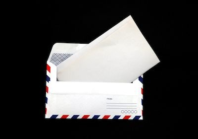 È valida la cartella dell'Agenzia Entrate consegnata al portiere?