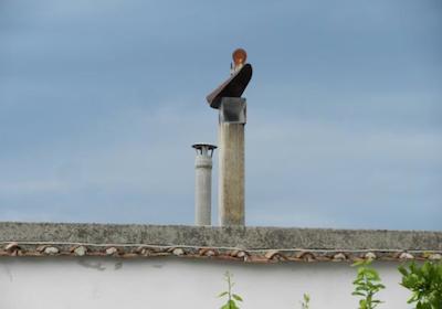 Fumo e immissioni dalla canna del vicino: no risarcimento se sporadici