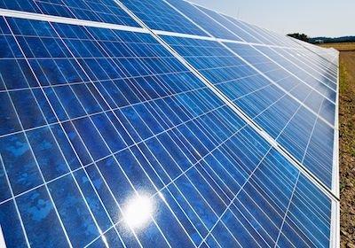 Il pannello solare fotovoltaico del vicino ti abbaglia? puoi farlo condannare a ruotarlo