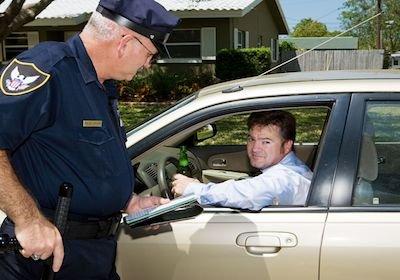 Rifiutarsi di seguire la polizia è reato?