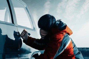 Furto auto: che fare se ti rubano la macchina