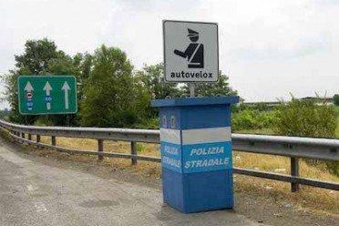 Autovelox: nessuna distanza minima del cartello di avviso