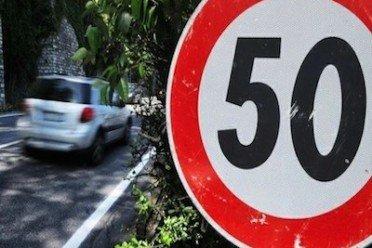 Multa per eccesso di velocità in centro abitato: se manca il segnale col limite