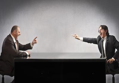 Separazione e divorzio: l'avvocato non può difendere prima la coppia e poi il singolo coniuge