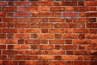 A chi spetta la manutenzione di un muro divisorio comune?