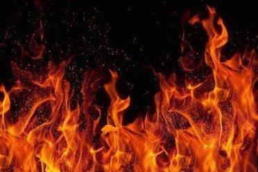 Incendio propagato dal vicino: il caso fortuito evita il risarcimento
