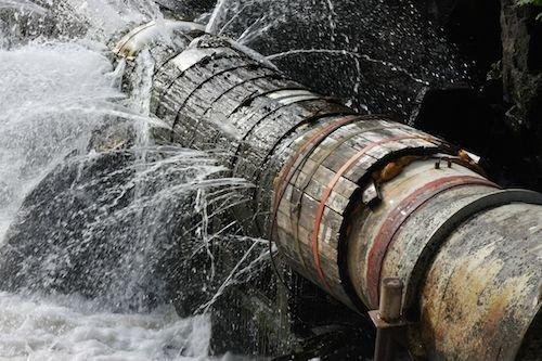 Risultati immagini per acqua reti colabrodo