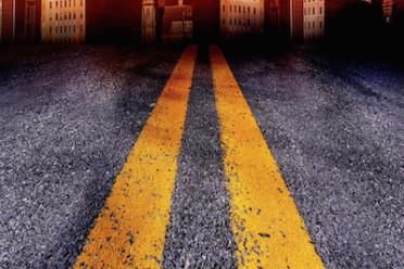 L'auto slitta per l'olio sull'asfalto: chi risarcisce?