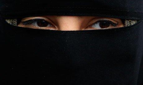 No al velo islamico in pubblico