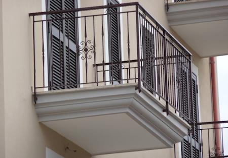 Riparazione balconi aggettanti e tetti in condominio chi paga - Piastrelle per balcone ...
