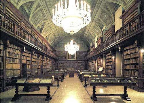 Diritto d'autore: lecito digitalizzare i libri delle biblioteche e copiarle