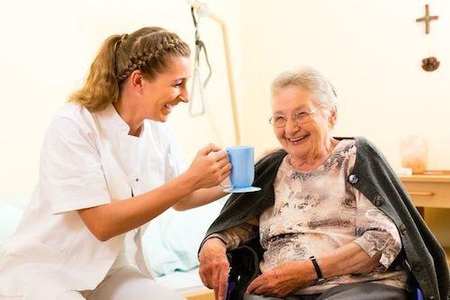 Accompagnamento negato agli anziani oltre 65 anni anche se invalidi al 100%