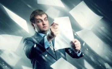 L'avvocato radiato non può far firmare gli atti dal collega
