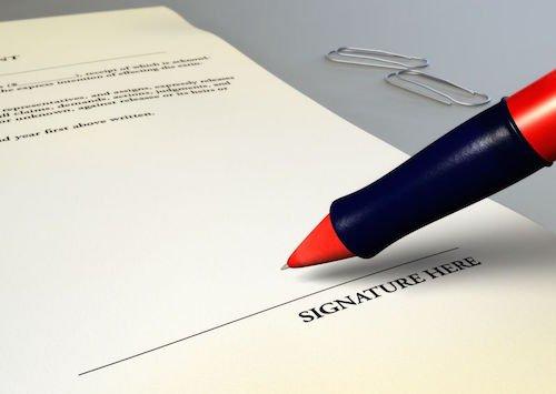 Che succede se firmi un foglio in bianco? Come difendersi