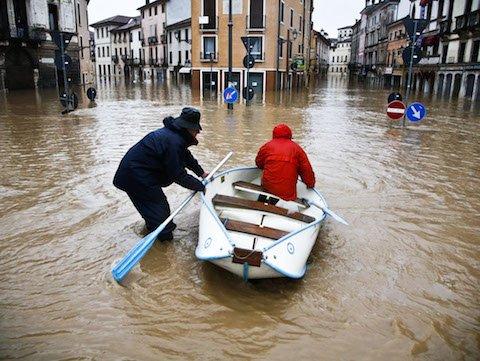 L'alluvione non è caso fortuito: Anas responsabile per l'acqua sulla strada