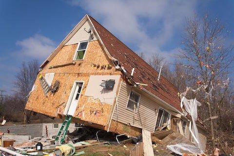 Difetti di costruzione e vizi dell'immobile: la denuncia al costruttore