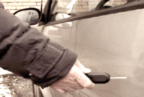 Sfregio sulla carrozzeria dell'auto: danneggiamento