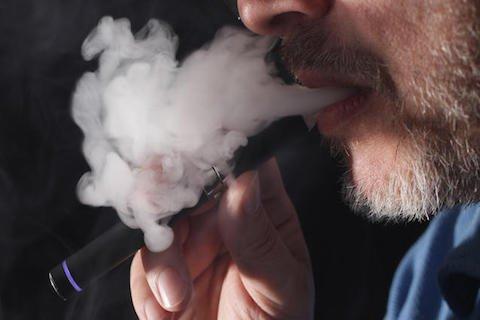 Vietato vietare la sigaretta elettronica nei locali pubblici