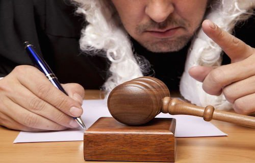 Correzione errori materiali in sentenza: casi e procedimento