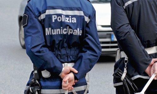 Un vigile in borghese fuori servizio può fare multe?