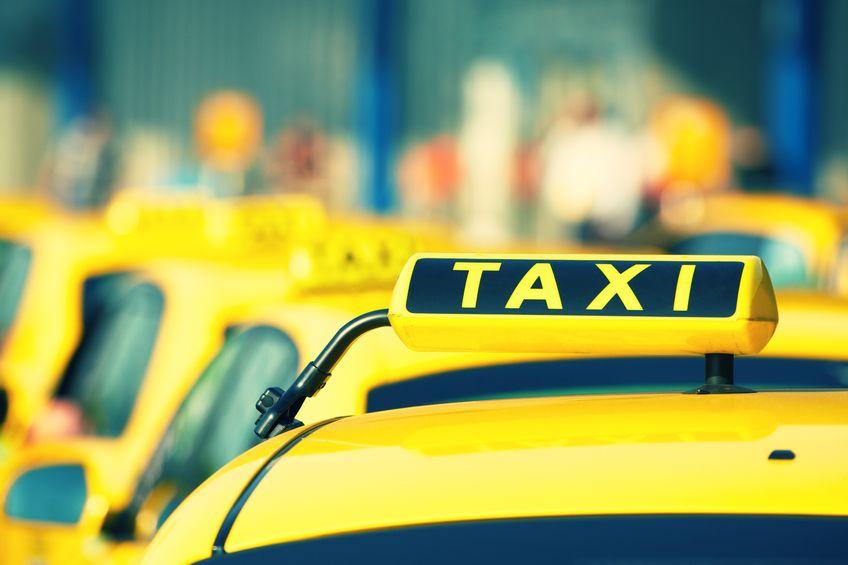 Taxi, Uber e Ncc: che cosa cambia con il sì al Milleproroghe