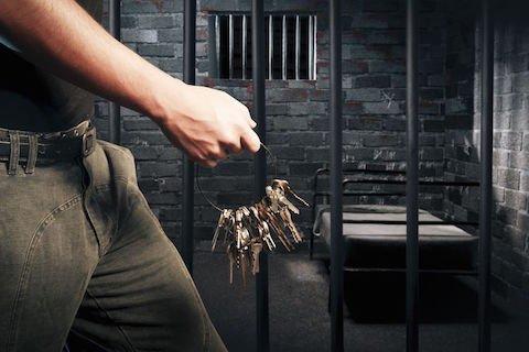 Depenalizzazione: condanna penale revocata. E il risarcimento?