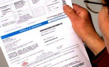 Equitalia: come contestare la firma sulla cartolina della raccomandata