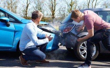 Incidenti: risarcimento anche se l'auto è in sosta sulla via pubblica
