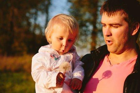 Congedi parentali al padre se la madre è casalinga