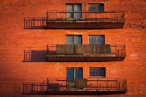 Infiltrazioni dal balcone sull'appartamento di sotto: chi paga