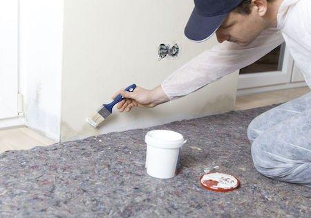 Infiltrazioni in appartamento: risarcimento per la pittura di tutta la stanza