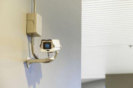 Se la telecamera inquadra la casa del vicino va rimossa
