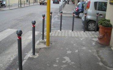 Area condominiale: no ai paletti a delimitazione del parcheggio