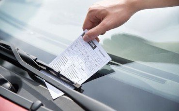 Che succede se commetto un'infrazione stradale all'estero?