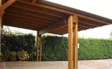 Veranda e tettoia abusiva non valgono per la distanza minima dal vicino