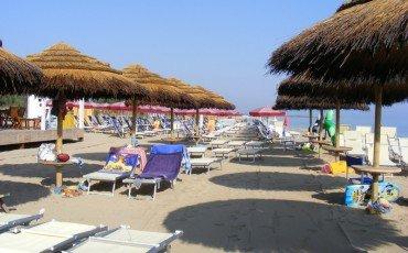 Acquisti in spiaggia di prodotti falsi: le sanzioni