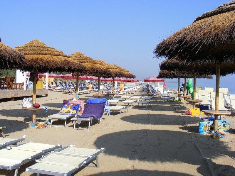 Spiaggia, lecito sdraiarsi sull'asciugamano senza affittare lettini