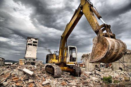 Immobile abusivo: demolizione anche per acquirenti, eredi e donatari