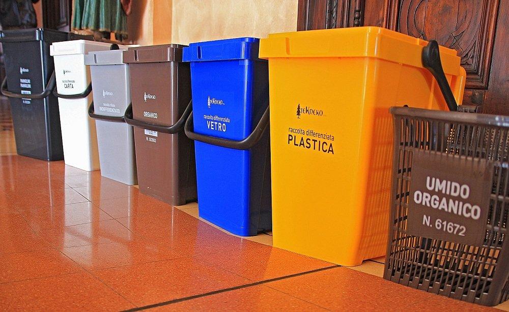Controllare spazzatura condomini per evitare di ricevere multe: è possibile?